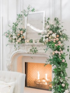 Brilliant Tropical Winter Decor Ideas That Bring Your Home Into Holiday Feel 29