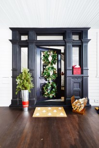 Brilliant Tropical Winter Decor Ideas That Bring Your Home Into Holiday Feel 30