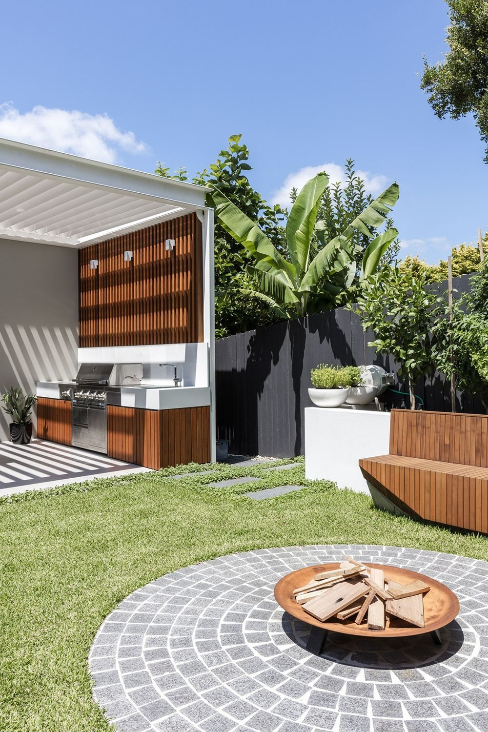 Excellent Private City Garden Design Ideas With Beach Vibes 49