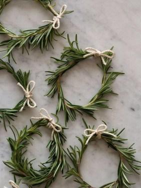 Gorgeous Scandinavian Winter Wreaths Ideas With Natural Spirit 17