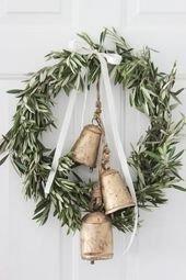Gorgeous Scandinavian Winter Wreaths Ideas With Natural Spirit 19