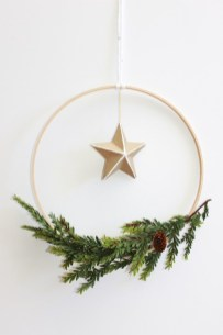 Gorgeous Scandinavian Winter Wreaths Ideas With Natural Spirit 29