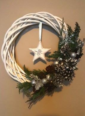 Gorgeous Scandinavian Winter Wreaths Ideas With Natural Spirit 33