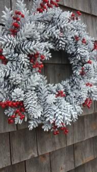 Gorgeous Scandinavian Winter Wreaths Ideas With Natural Spirit 38