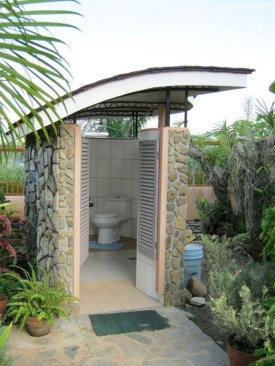 Sophisticated Outdoor Bathroom Design Ideas That Feel Like A Vacation 24