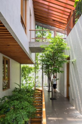 Spectacular Stepping Park House Design Ideas With Green Space Concept 35