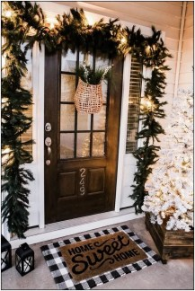 Superb Outdoor Winter Decor Ideas That Refresh Your Feel 19