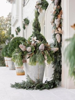 Superb Outdoor Winter Decor Ideas That Refresh Your Feel 23