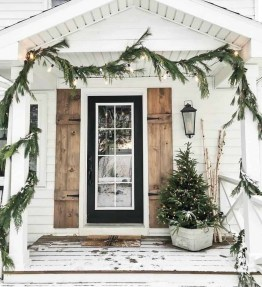 Superb Outdoor Winter Decor Ideas That Refresh Your Feel 37