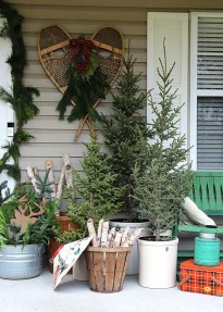 Superb Outdoor Winter Decor Ideas That Refresh Your Feel 39