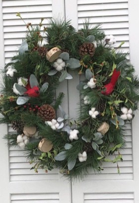 Amazing Winter Wreath Décor Ideas That Suitable For Door 24