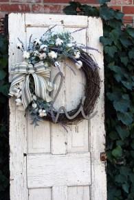 Amazing Winter Wreath Décor Ideas That Suitable For Door 28