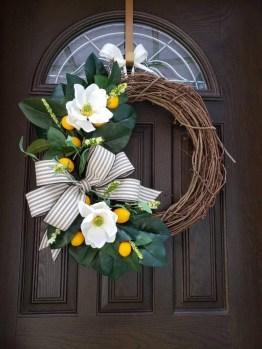 Amazing Winter Wreath Décor Ideas That Suitable For Door 34
