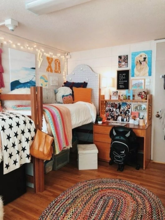 Cozy Dorm Room Design Ideas That Looks More Awesome 37