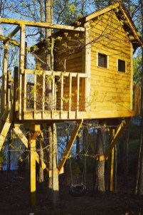 Sparkling Treehouse Design Ideas With Recycled Materials That You Should Have 31