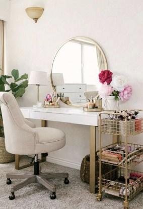 Affordable Home Decoration Ideas With Makeup Vanity That Can Inspire You 33