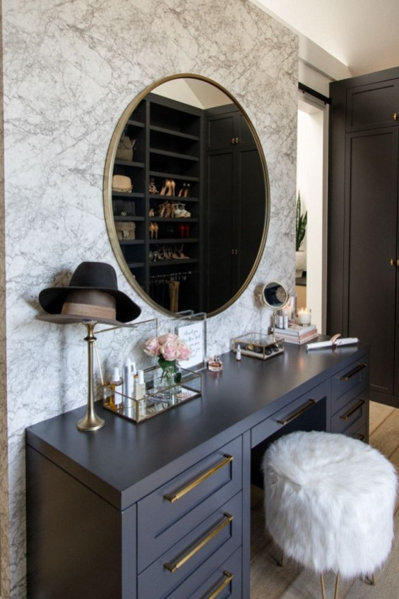 Affordable Home Decoration Ideas With Makeup Vanity That Can Inspire You 39