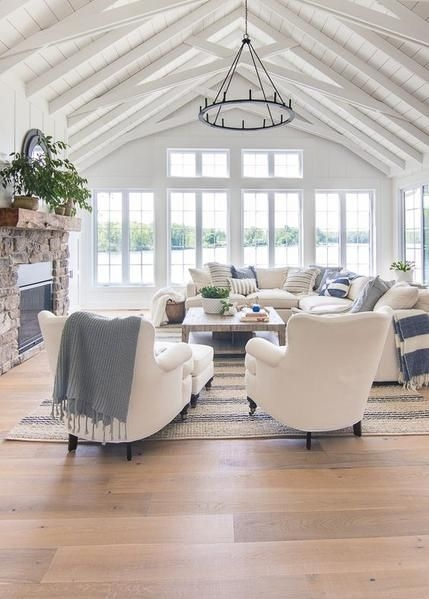 Awesome Living Room Wood Floor Decoration Ideas That You Need To Try 37
