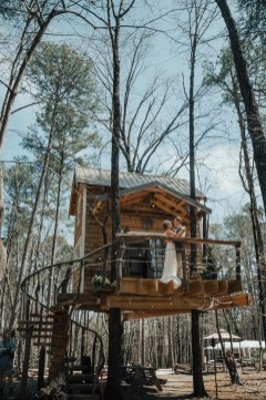 Inspiring Tree House Design Ideas For Wedding To Have 36