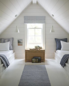 Lovely Attic Apartments Design Ideas With Shabby Chic Styles 33