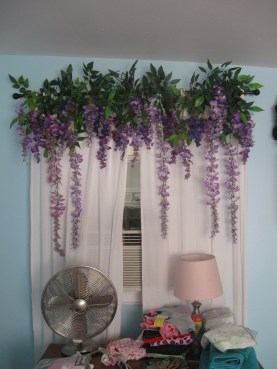 Stunning Bedroom Decoration Ideas With Flower Curtain To Try Right Now 07