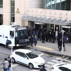 Special forces have been dispatched to the courthouse and the building was evacuated [Al Jazeera]