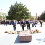 Armenian president honors memory of fallen heroes at Stepanakert Memorial
