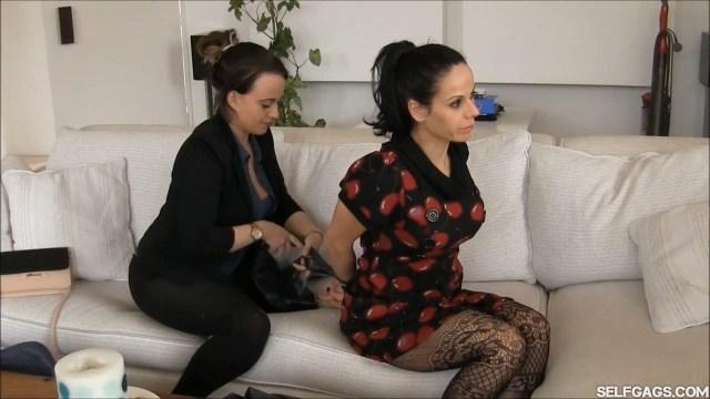 Bondage therapist Carleyelle ties up Lavinia