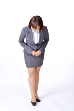 フリー写真 お辞儀をする日本の女性社員