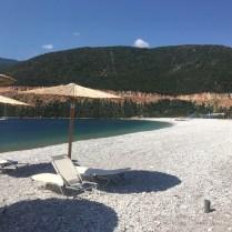 Oblázková pláž ve Fokianos