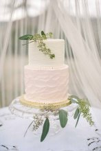 Cake for a wedding at the Gaie Lea wedding venue in Staunton, VA