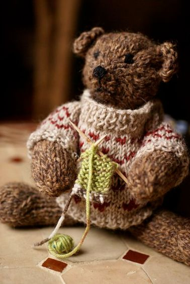 http://www.ravelry.com/patterns/library/pattoz-a-bear