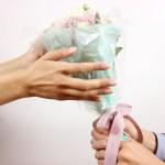 プロポーズにプレゼントはなしでもOK!?プレゼントを贈る理由