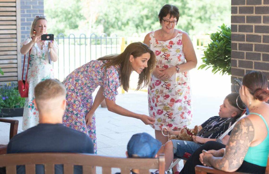 Kate Middleton a rencontré Sonny, 6 ans, un petit garçon souffrant d'une tumeur au cerveau. Giddens Joe/PA Photos/ABACA