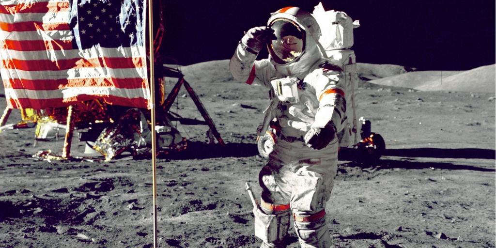 odwaga - człowiek na księżycu