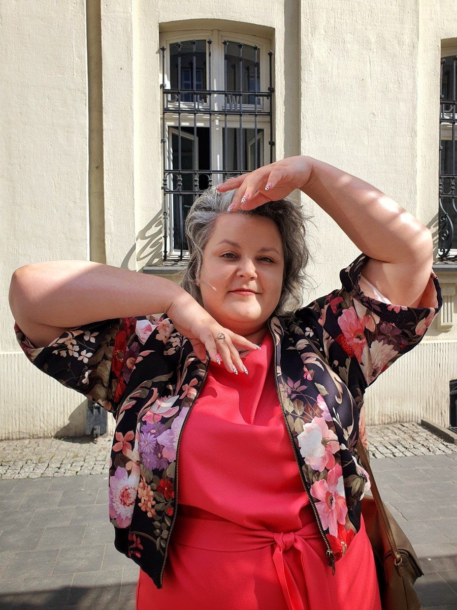 Koralowa królowa [stylizacja plus size z sukienką Karko.pl]9 min. czytania