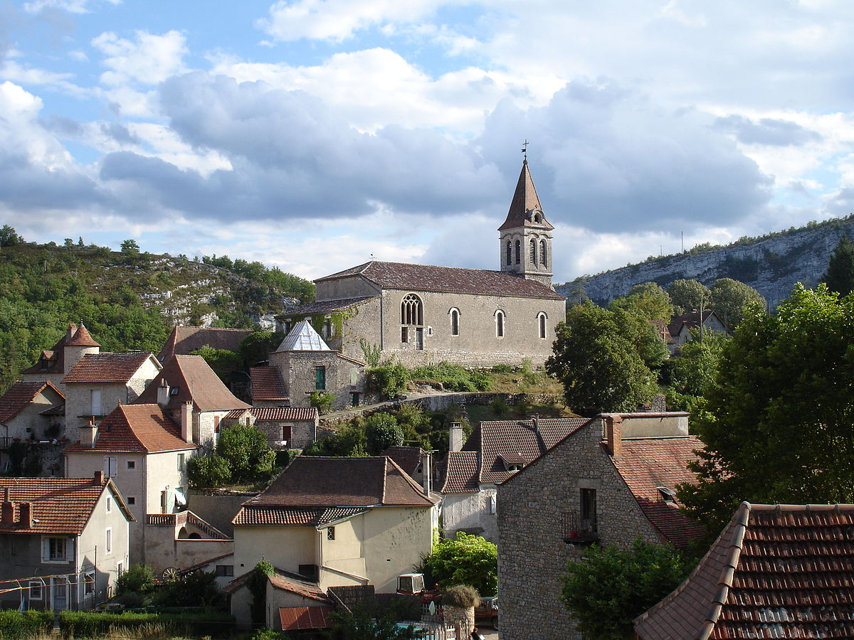 Picture in Occitanie of the village 'Cabrerets' near Pech Merle and St Cirq Lapopie