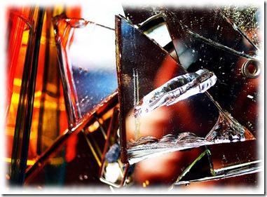 Pittou2 reflet dans un miroir brisé