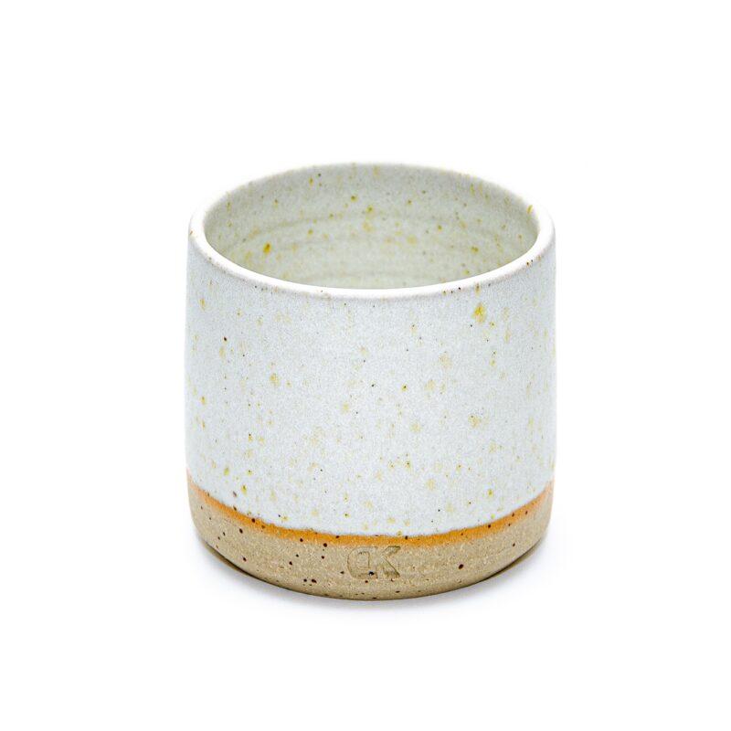 Bela skodelica brez ročaja