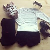 T-Shirt American Apparel / Bloomer Fait maison / Gilet Fait maison / Chaussons H&M / Masque Bonton / Figurine Zèbre Schleich