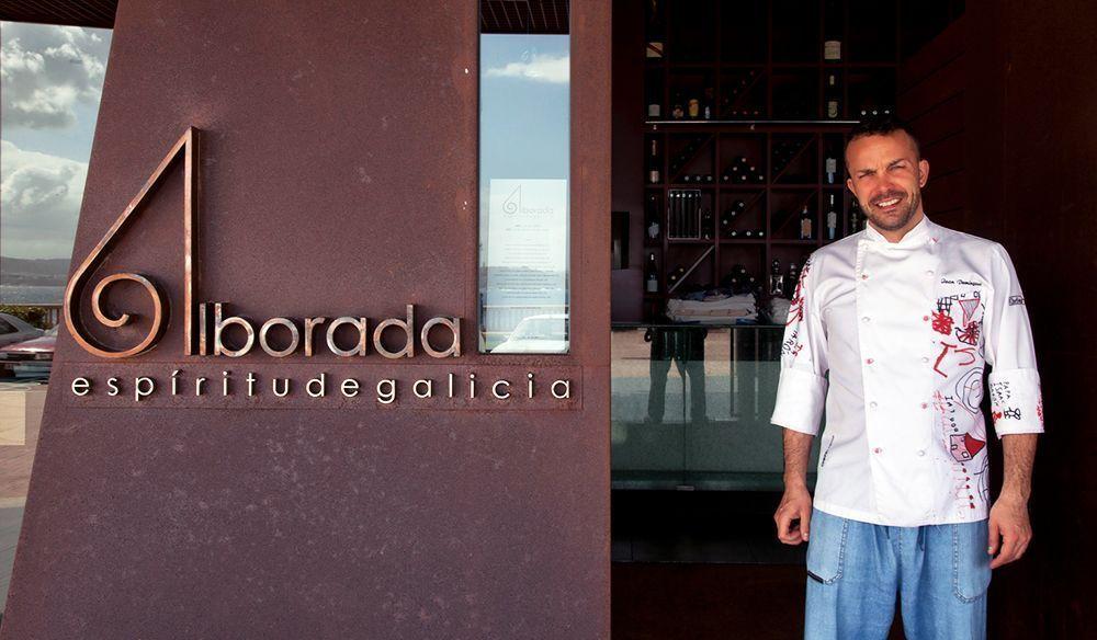 Iván Domínguez en la puerta del Restaurante Alborada. ( Foto de 7canibales.com )