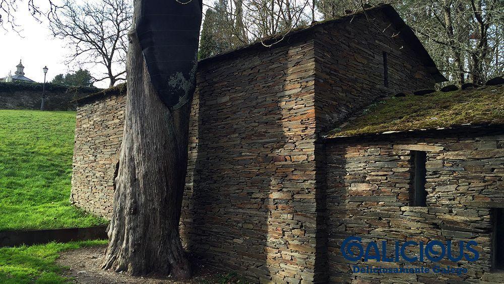 """Capilla del Cipres, Samos ( Foto de """"100 cosas imprescindibles que hacer en Galicia"""" ) By Galicious"""