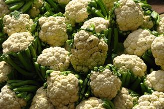 India_-_Koyambedu_Market_-_Cauliflower_01_(3986199101)