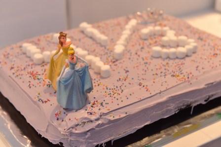 עוגת יומולדת ארבע ושליש