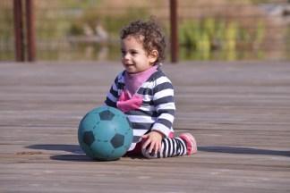 תמרול מתאמנת בכדורגל-זחילה