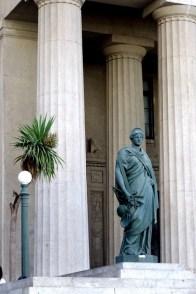 Statue justice broken scale