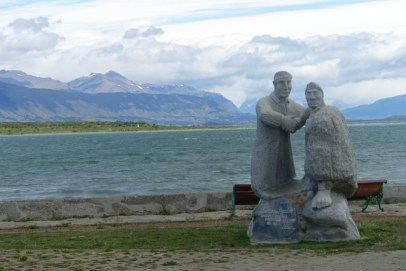 2016-12 Natales waterfront statues