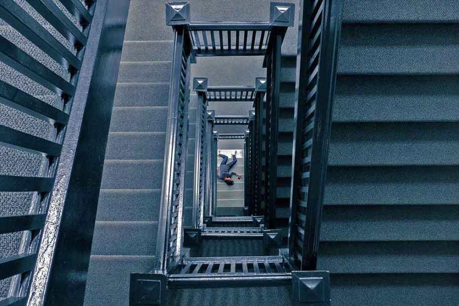 murder-attorney-staircase-1200