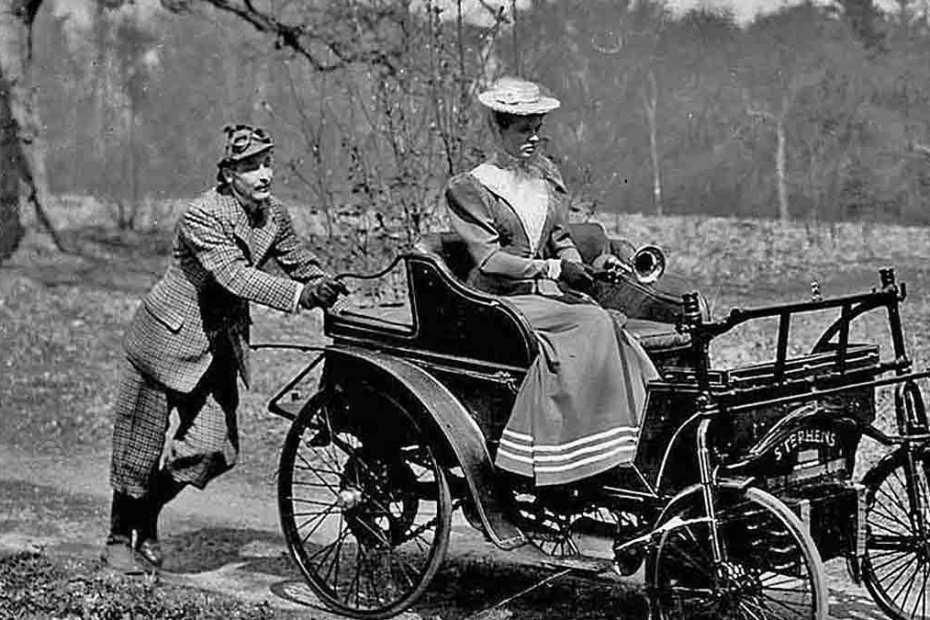 husband-pushing-car-1200