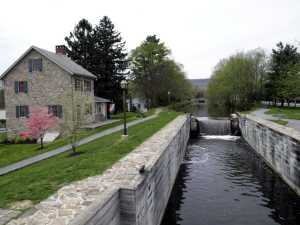 Walnutport lockhouse and canal lock #23.